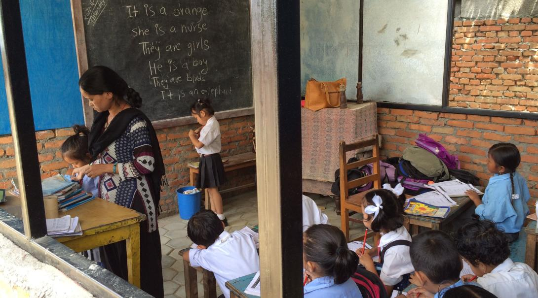 ボランティアが建築に取り組むネパールの小学校
